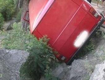 В Киеве перевернулся микроавтобус 9471